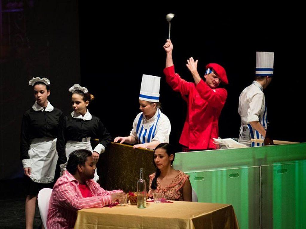 Ultima replica per GRAND HOTEL EUROPA stasera, 27 aprile, al Teatro Secci